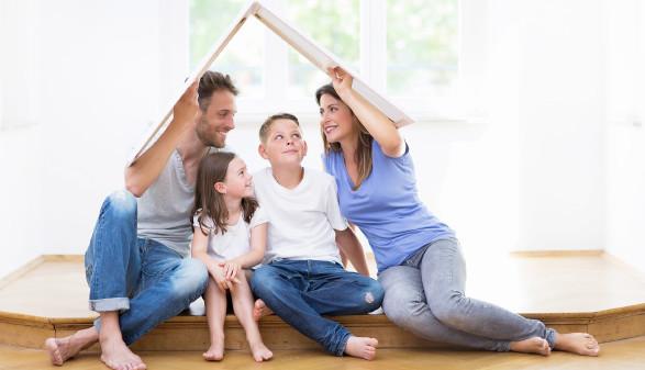 Familie träumt vom eigenen Haus © drubig-photo, stock.adobe.com