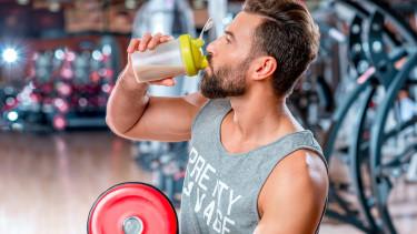 Mann mit Protein-Shake © rh2010, stock.adobe.com