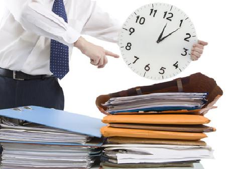 Mehr Arbeit, als sich in einen durchschnittlichen Arbeitstag packen lässt? Ihr Recht bei Überstunden! © Digitalpress, stock.adobe.com