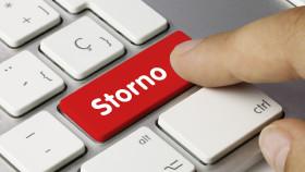 Jemand drückt auf die Storno-Taste auf Computer-Tastatur © momius , stock.adobe.com