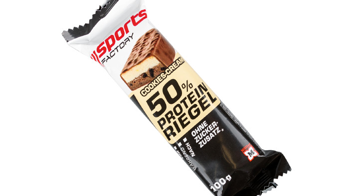 Sports Factory 50 % Protein Riegel Cookies –Cream © VKI