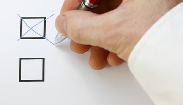 Ausfüllen der Wahlkarte © rupbilder, Fotolia
