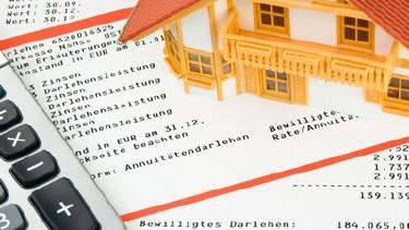 Taschenrechner und Bauunterlagen © Alterfalter, Fotolia