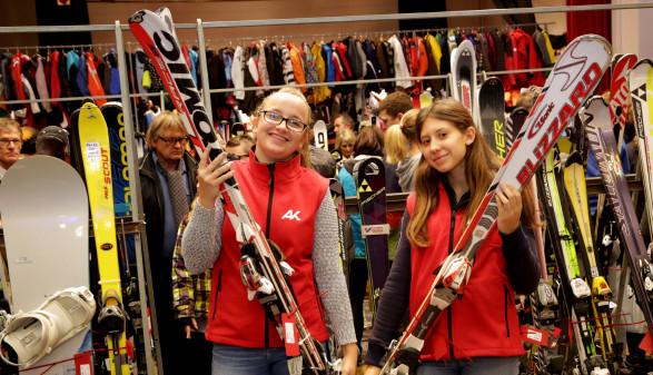 Wintersportbörse - Mitarbeiterinnen mit Ski © Dietmar Wajand, AK Kärnten