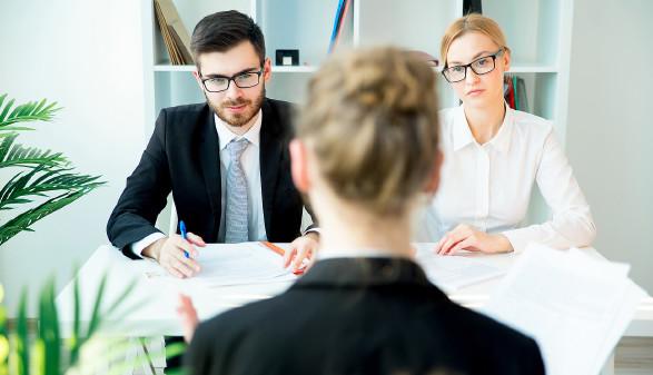 Arbeitssuchende beim Vorstellungsgespräch © Nichizhenova Elena , stock.adobe.com