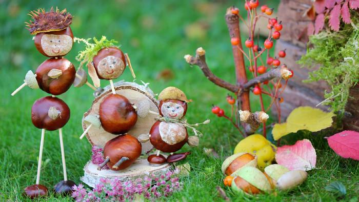 Figuren aus Kastanien © ChristArt, stock.adobe.com