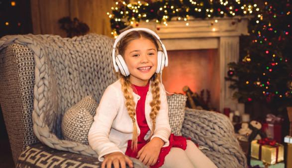 Mädchen mit Kopfhörern © LightFieldStudios, iStock