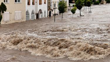 Vom Hochwasser geflutete Ortschaft. © Gina Sanders, Fotolia.com