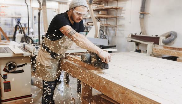 Tischler bei der Arbeit © Nadezhda , AdobeStock