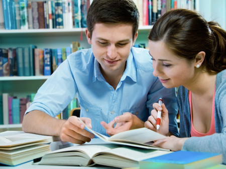 Zwei Schüler beim Lernen © Alexander Raths, Adobe Stock